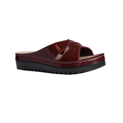 Buckthorn-shiny-bordeaux-flatform-strappy-comfort-mule-1